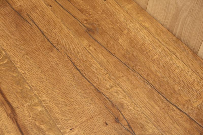 Kingsford Engineered Distressed Light Oak-01